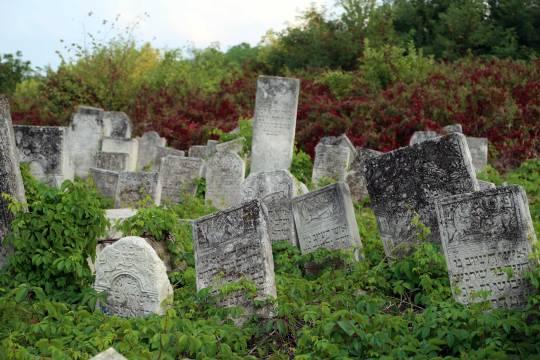 Jewish-cemetery-04